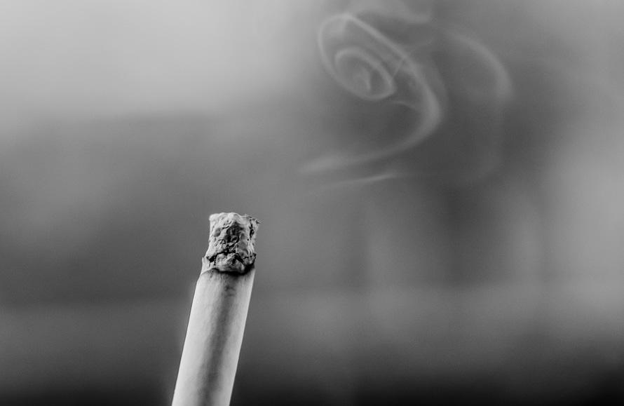 Illustration av cigarett. Belyser e-cigaretter och passiv rökning.